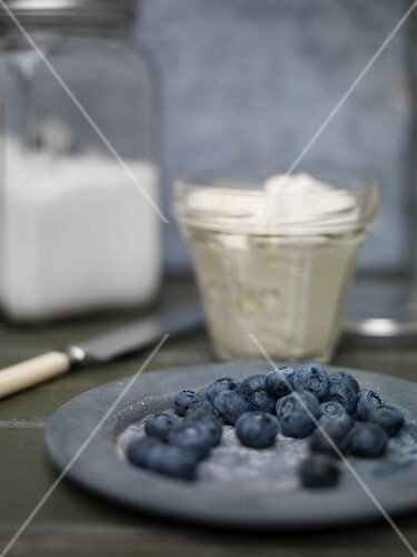 Blueberries, cream and sugar