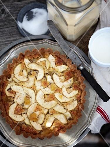 Apple tart with caramel