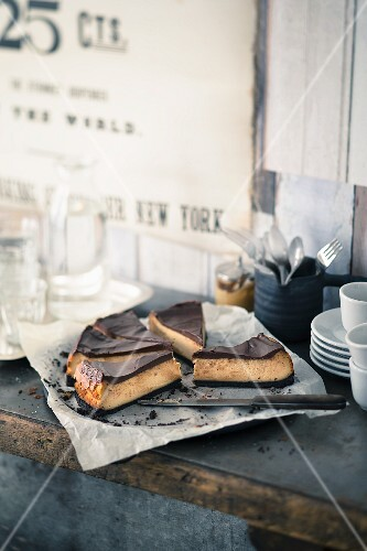 Peanut butter cheesecake with chocolate glaze