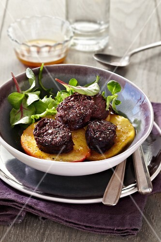 Black pudding with apples