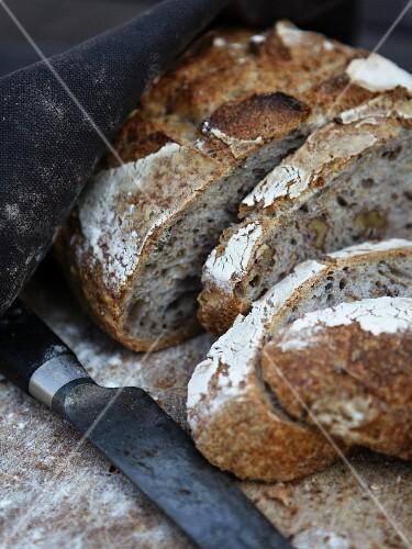 Sliced walnut bread (close-up)