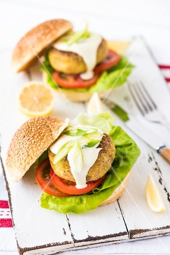 Tuna fish and chickpea burgers with mayonnaise