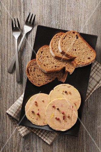 Foie gras and slices of bread