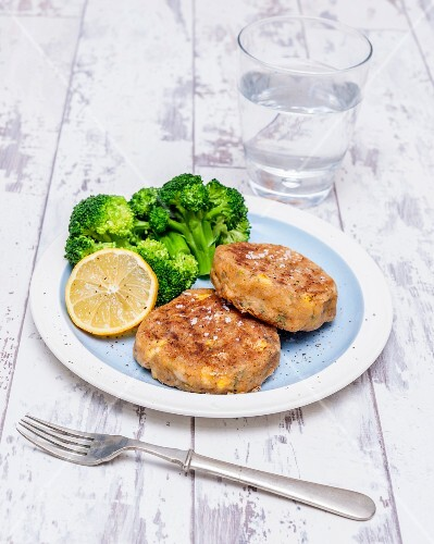 Prawn and sweetcorn fritters with broccoli
