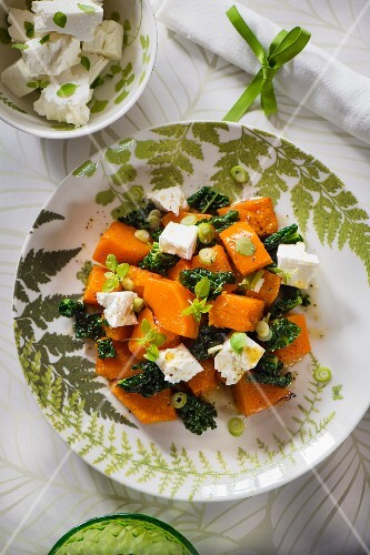 Pumpkin salad with goat's cheese and kale