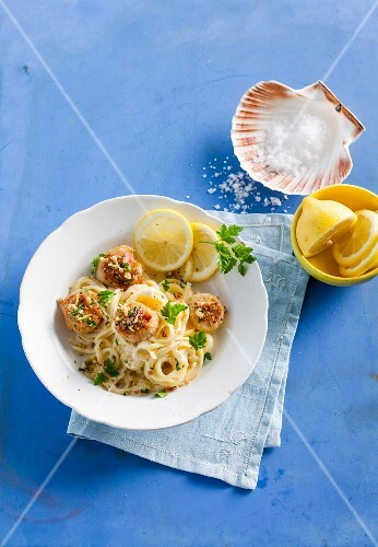 Linguine with scallops and a cheese crust