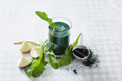 A spirulina and dandelion leaf smoothie with apple