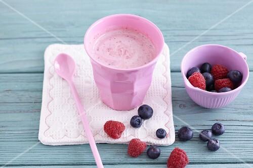 Yoghurt drink with fresh berries