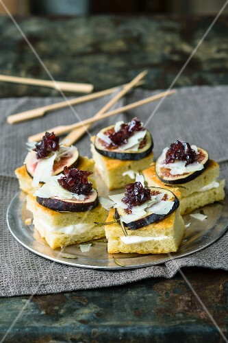 Focaccia with fresh figs and Parmesan cheese