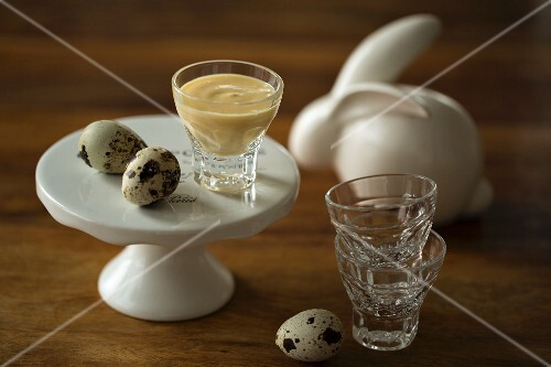 Eggnog with tonka beans garnished with quail's eggs for Easter