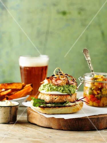 Fishburger with salsa and sweet potatoes chips