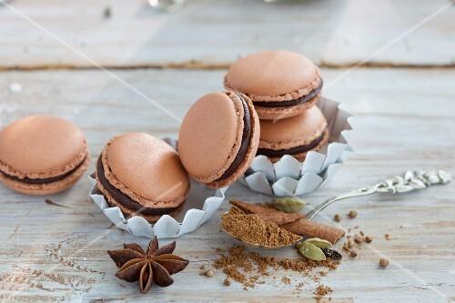 Lebkuchen-Macarons mit Gewürzen