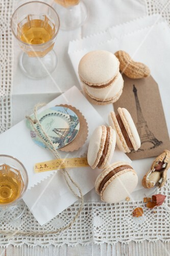 Peanut macaroons and dessert wine