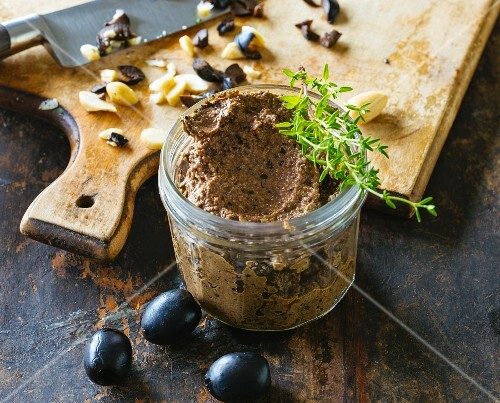Black olive paste with thyme