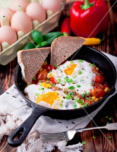 Shakshuka with bread