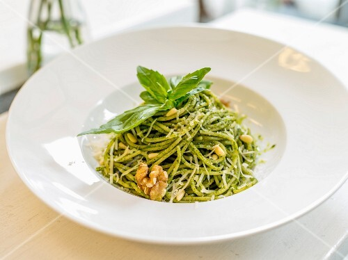 Spaghetti with pesto, pine nuts and walnuts