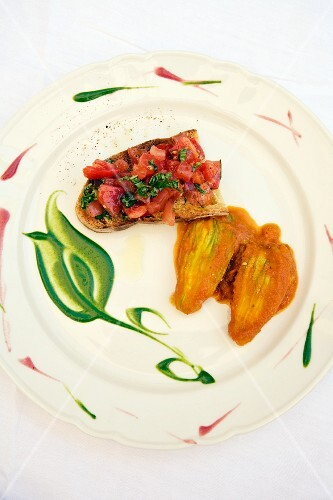Bruschetta e fiori di zucca (grilled bread topped with tomatoes served with stuffed courgette flowers, Italy)