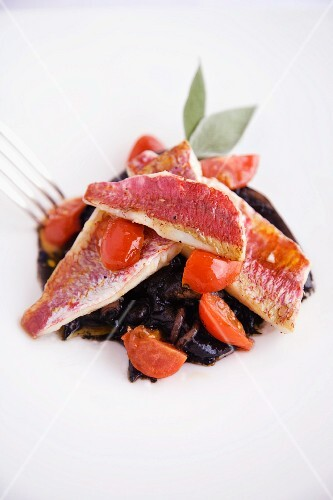 Seppie nere con filetti di triglia alla livornese (squid in black sauce with red mullet, Italy)