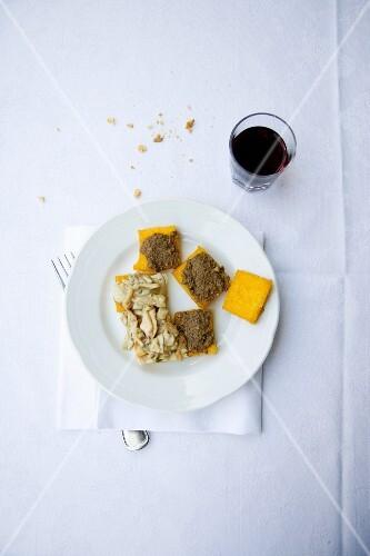 Crostini di polenta con salsa di fegato (polenta slices with liver cream, Italy)