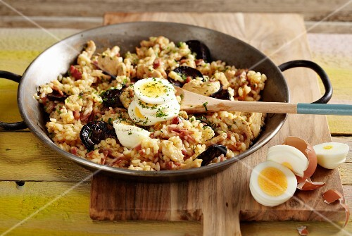 Arroz a la tarragona (rice with prawns, mussels and egg, Spain)