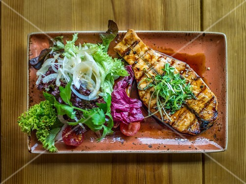 Salmon teriyaki with lettuce (Japan)