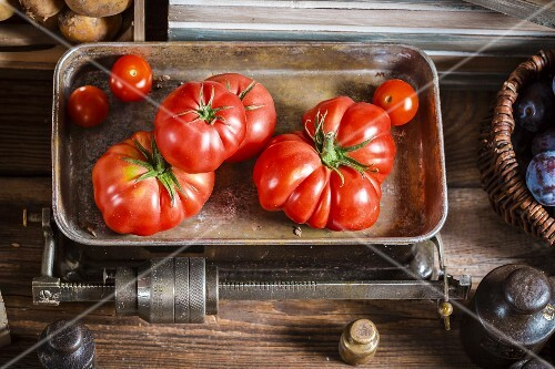 Fresh tomatoes are an old pair of kitchen scales