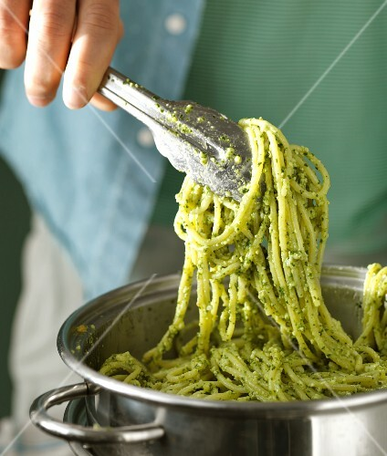 Spaghetti with pesto in a pot