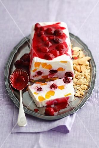 Quark terrine with cherries and peaches