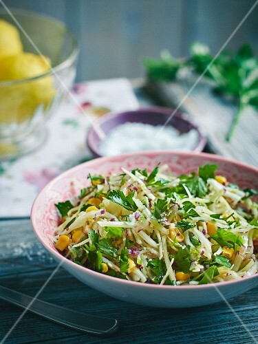 White cabbage and sweetcorn relish (sweet-and-spicy)
