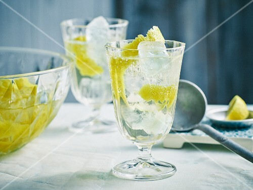 Ice-cold lemon punch