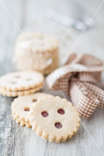Strawberry jam round shortbread cookies
