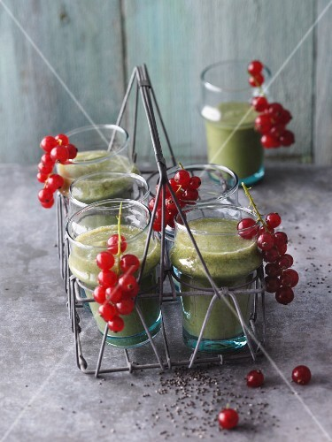 Oat leaf lettuce, chard, parsley and redcurrants smoothies
