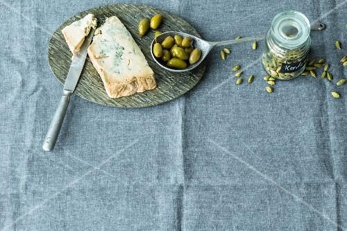 Gorgonzola dolce, green olives and cardamom