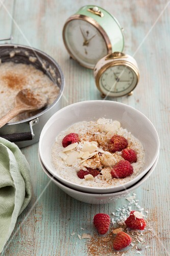 Milk quinoa with raspberries and almonds (vegan)