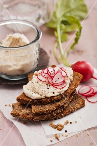 Wholemeal bruschetta with smoked trout cream
