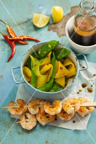 Quick prawns skewers with a mango and mange tout salad