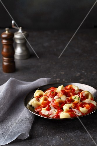 Tortellini with tomato sauce and mozzarella