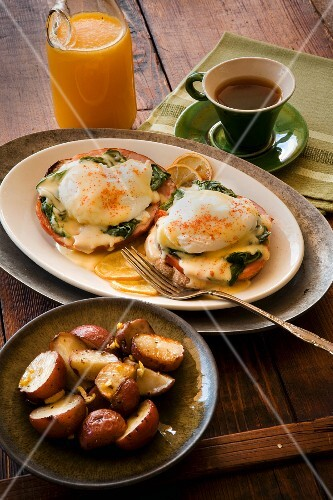 Eggs Benedict with roast potatoes