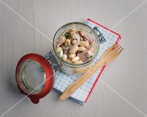Slow card bean and tuna fish salad to takeaway