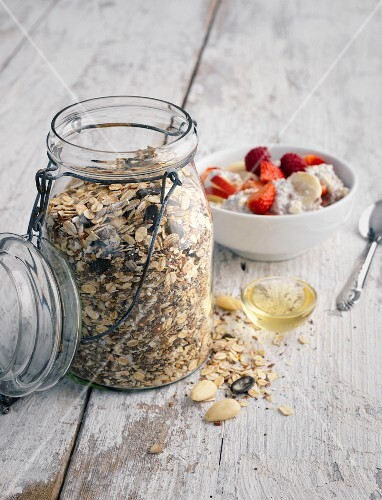 A slow carb muesli mixture with almonds