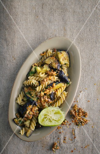 Pasta salad with aubergines and a lime dressing