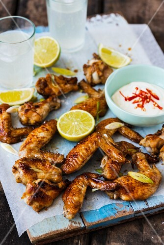 Glazed chicken wings with yoghurt sauce and lemon