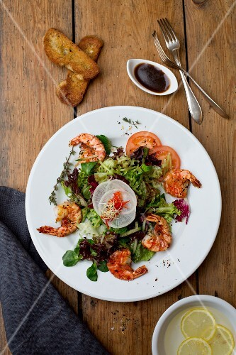Prawn salad with grilled bread and a Balsamic dressing
