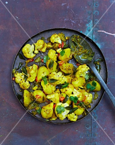 Allo ghobi (cauliflower curry with potatoes, India)