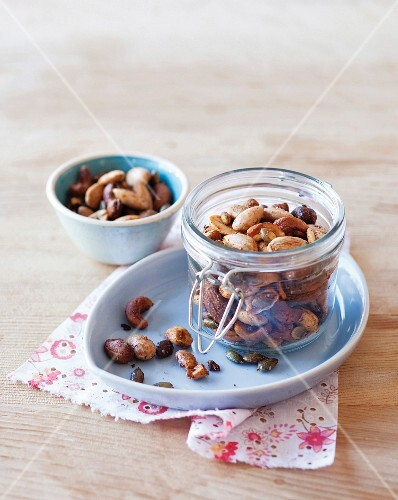 Chilli nuts