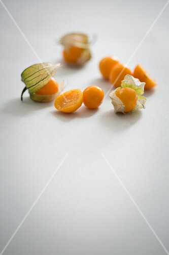 Physalis with and without shells