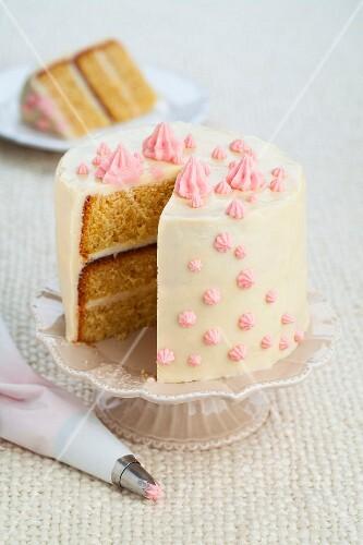 A festive sponge cake with white chocolate cream