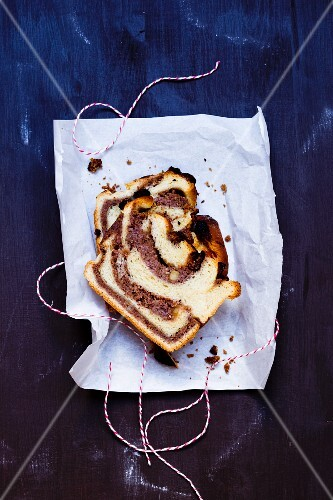 Yeast dough nut cake