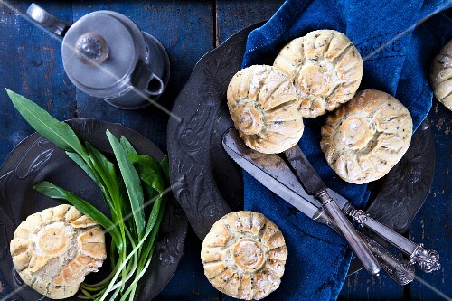 Bread rolls with fresh wild garlic