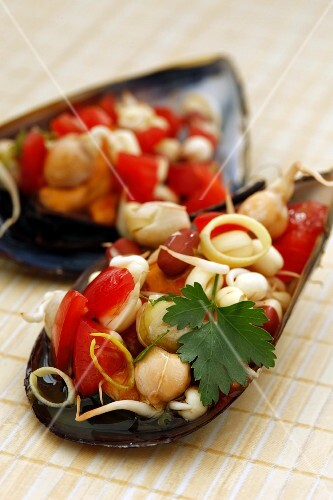 Mussel salad with beansprouts